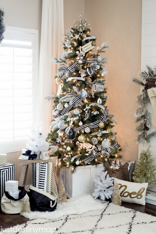 Gorgeous black, white, gold and silver Christmas tree! Non-traditional Christmas tree colors.