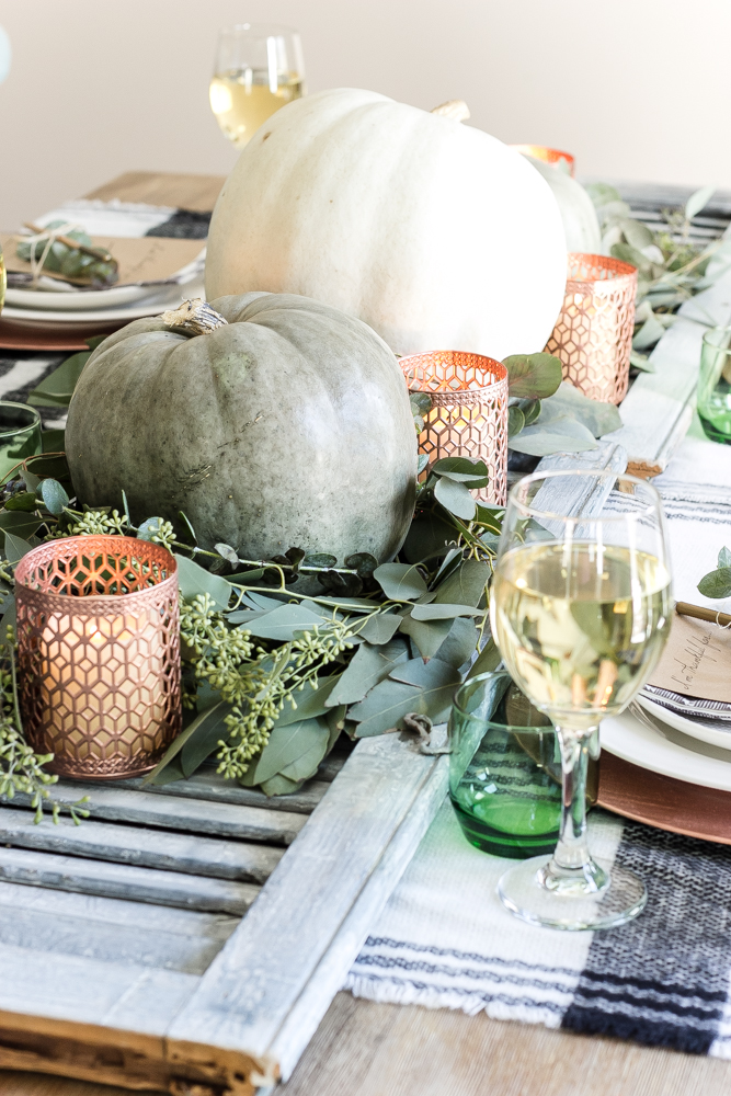 Green and copper Thanksgiving tablescape - Thanksgiving table decor ideas