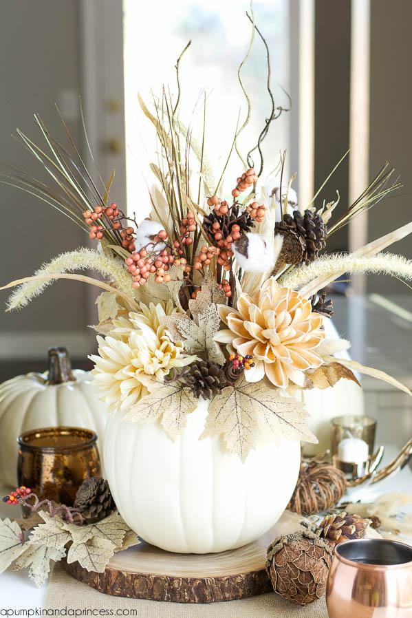 Thanksgiving table decor ideas - make a pumpkin vase centerpiece