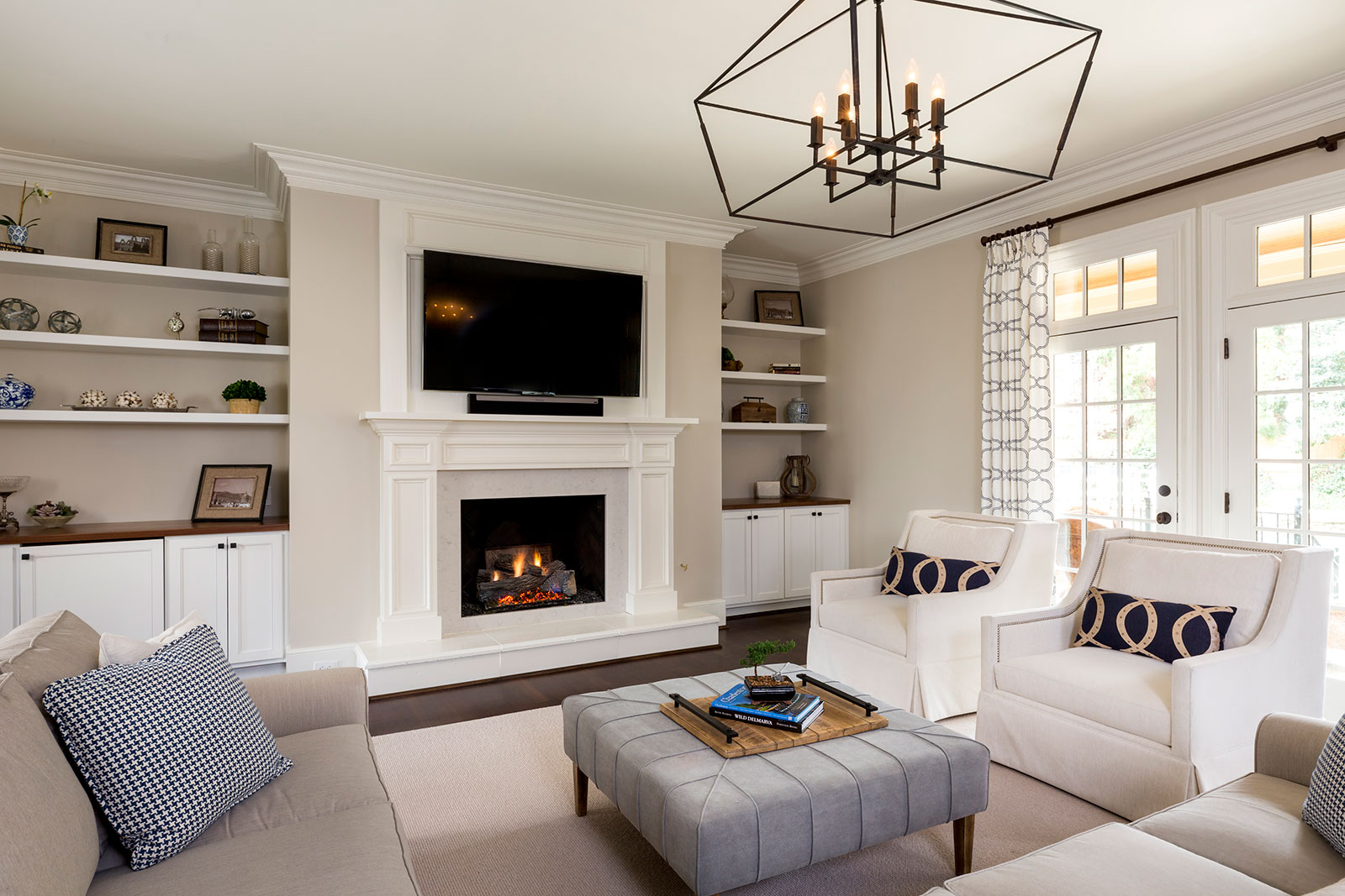 Edgecomb Gray in the living room with blue accents